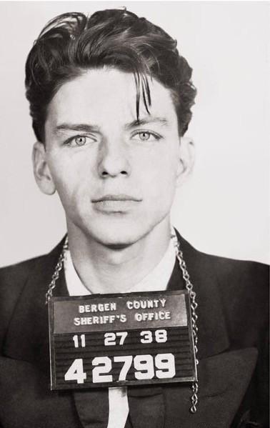 Foto segnaletica (front), 1938, Sinatra fu arrestato in Bergen County, New Jersey, 1938