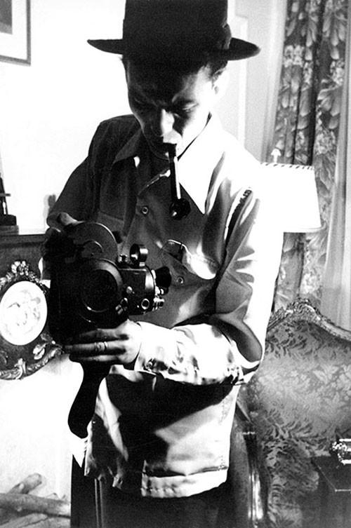 Fotografami mentre ti fotografo, casa a Toluca Lake, California, metà anni '40,fotografa Nancy Sinatra Senior