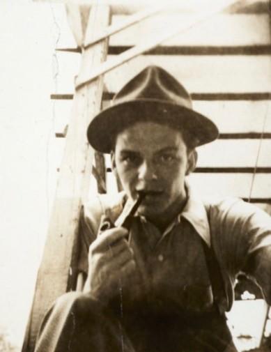 Selfie sulle scale, autoritratto fine anni '30, casa dei genitori a Hoboken, New Jersey
