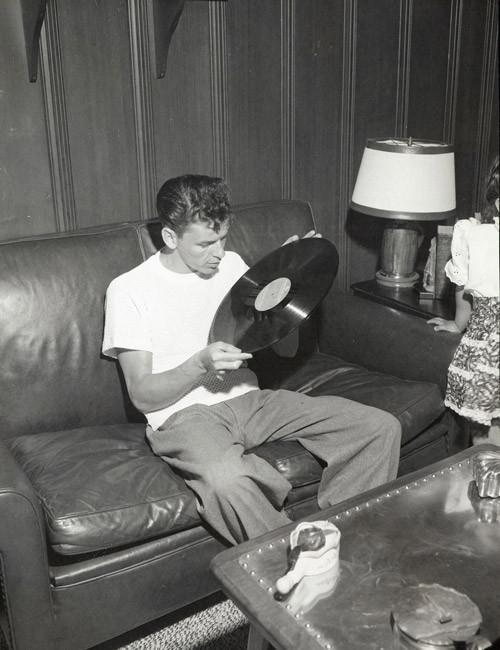Per amore del vinile, 1945, a casa a Toluca Lake, California