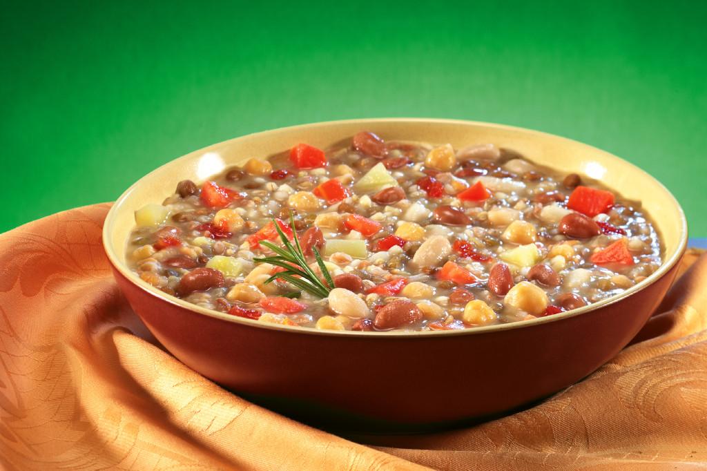 Farro alle erbe con ortaggi: un piatto gustoso e saporito da gustare caldo.