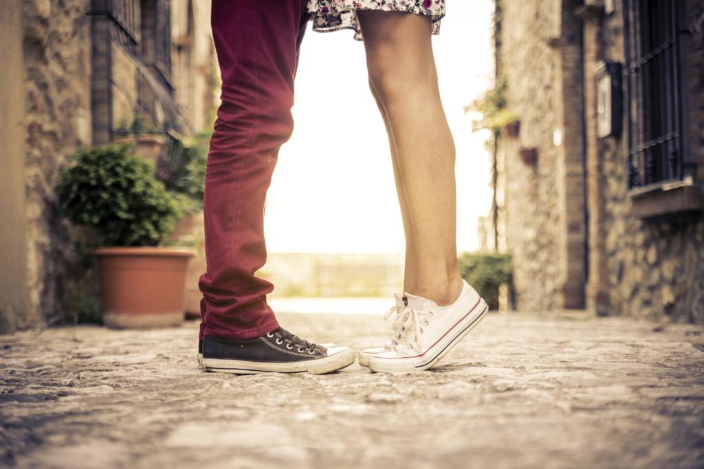 Perché innamorarsi di una donna in formato mignon? Ci sono almeno 10 buone ragioni..