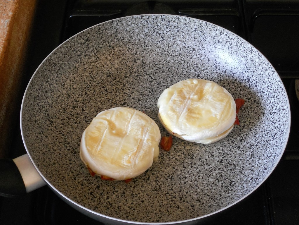 Tomini del boscaiolo farciti con pomodori secchi e rucola