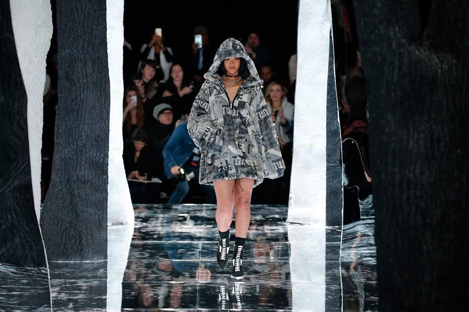 Rihanna in passerella alla presentazione della linea Fenty x Puma. Photo credits: Rihanna on Facebook