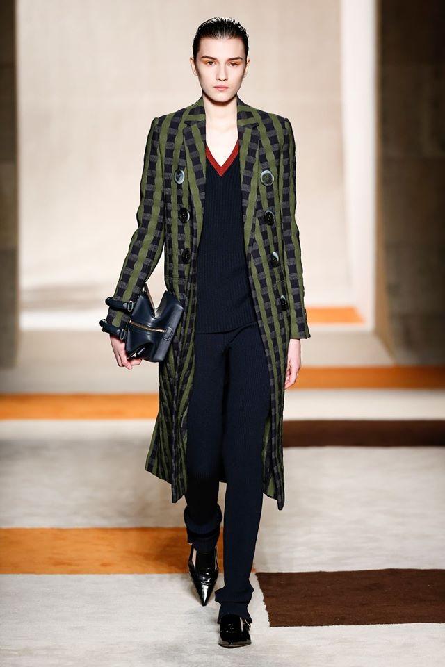 Elegante e sofisticata, la collezione Victoria Beckham FW 2016-2017 è un omaggio a tutte le donne
