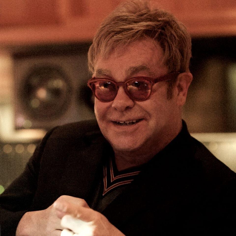 Elton John tra i superospiti di Sanremo 2016