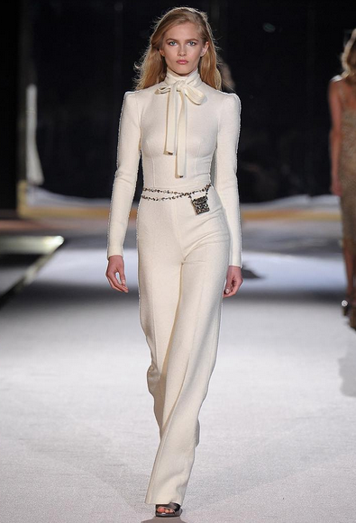 Ermanno Scervino abito bianco con clutch in vita