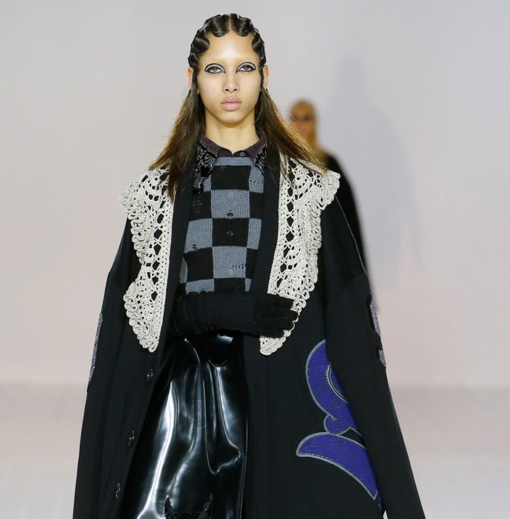 Marc Jacobs mantello nero con maxi collo ricamato