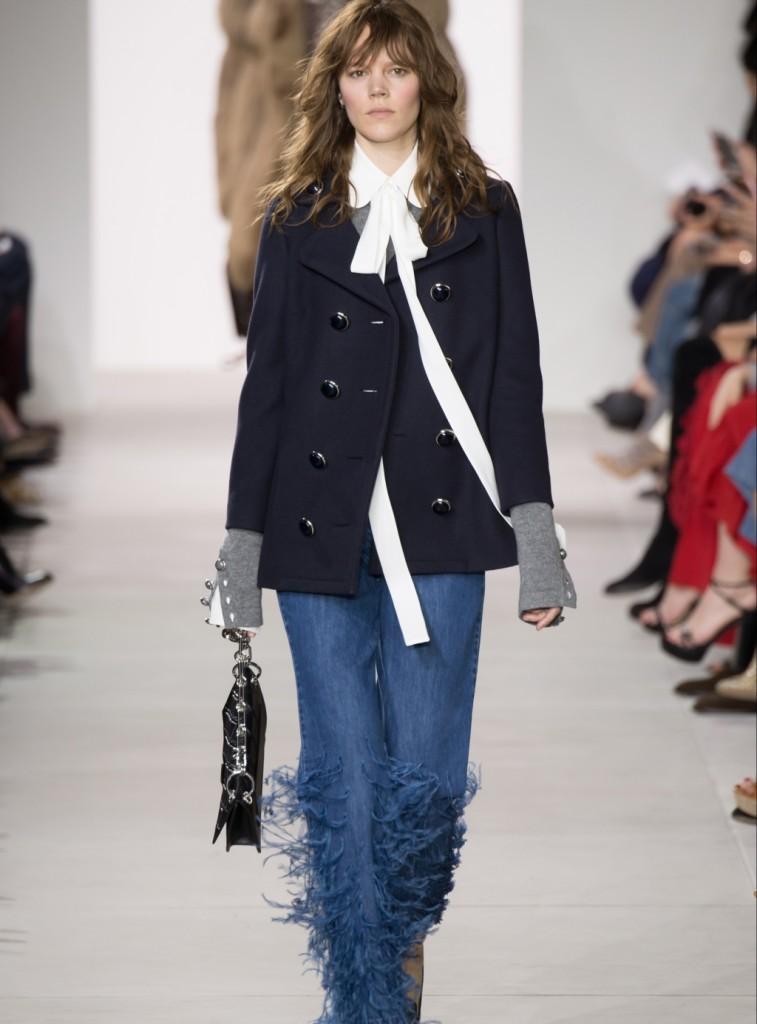 Michael Kors coat e jeans con piume di struzzo