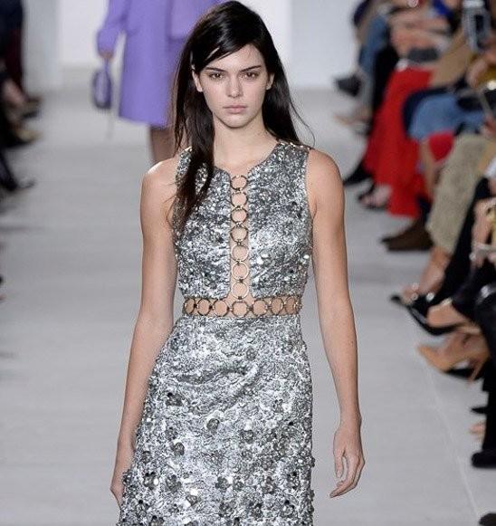 Michael Kors, Kendall Jenner con mini dress