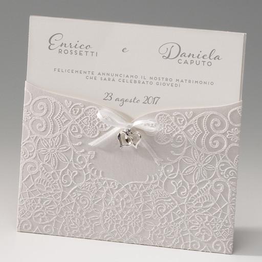 partecipazione matrimonio amiche della Sposa con disegno in rilievo e dettaglio prezioso a cuoricino