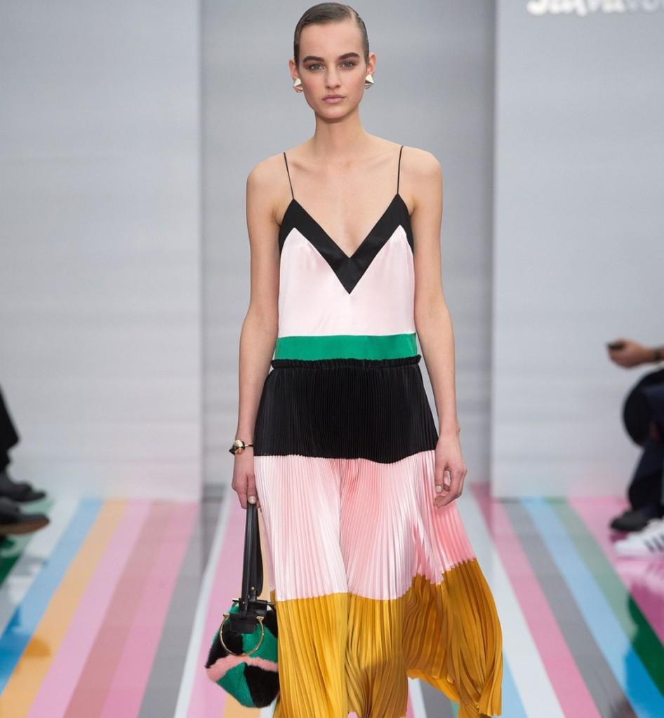 Salvatore Ferragamo abito con gonna plissé e maxi righe multicolor