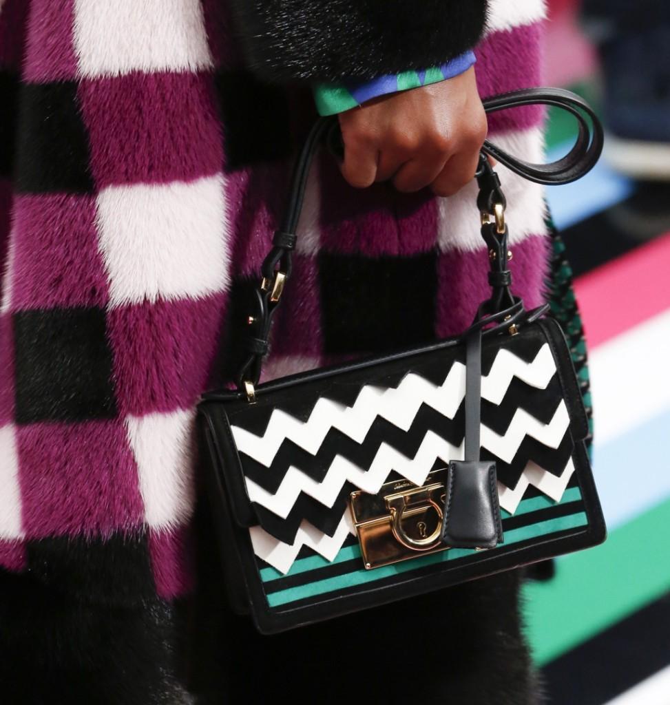 Salvatore Ferragamo mini bag con motivo zig-zag black and white