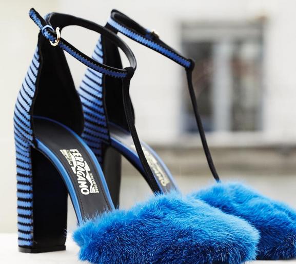 Salvatore Ferragamo T-Strap Shoes con dettaglio fur