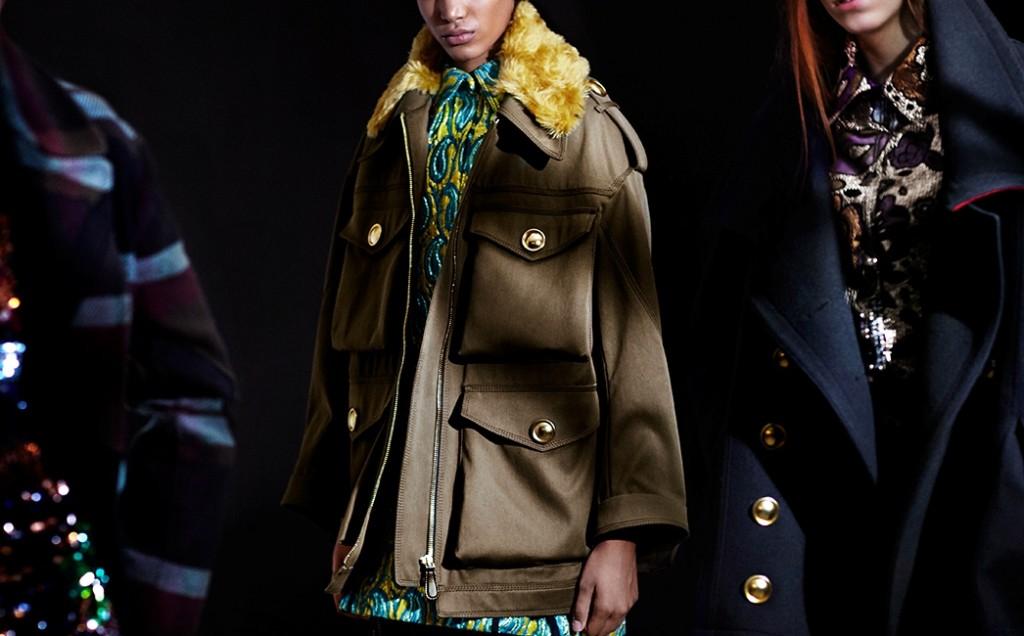 Burberry giacca dal taglio maschile con collo in pelliccia