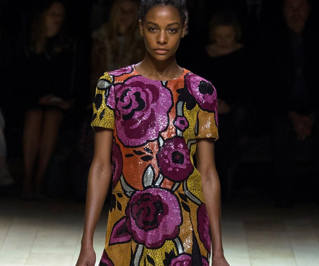 Burberry vestito ricamato di paillettes con motivo floreale