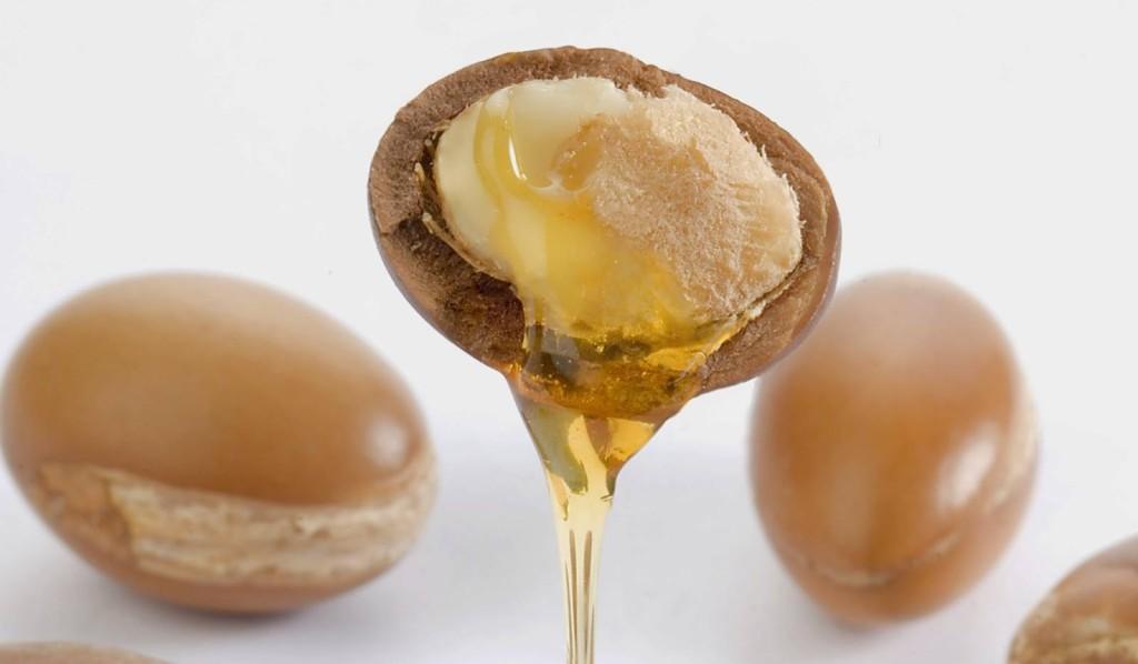 L'Olio di Argan utilizzato nei cosmetici svolge una spiccata azione anti-età  - crediti foto Athena's