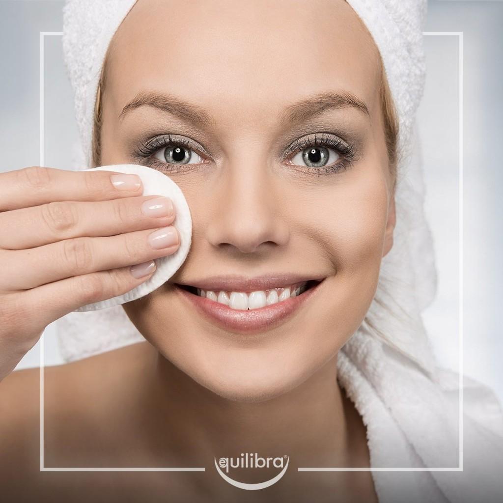 Lo scrub si applica sulla pelle perfettamente detersa e struccata.