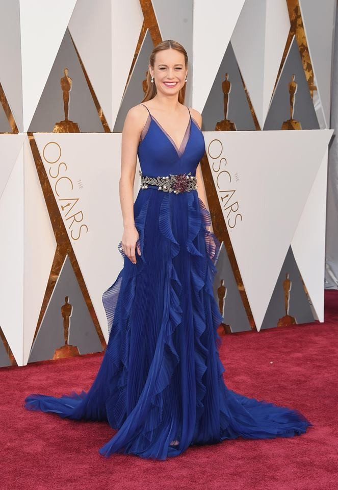 Abito blu elettrico con cintura gioiello per la miglior attirce protagonista di questi Oscar 2016