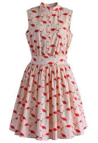 Vestito smanicato in tipico taglio anni '60 con fantasia con fenicotteri rosa. Di Chicwish