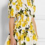 Modello Dolce & Gabbana perfetto per l'estate con stampa in stile provenzale