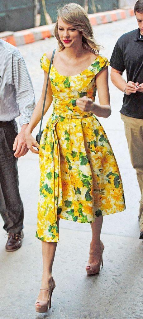 Abiti a fantasia floreale ma non solo, anche con foglie e, in questo, caso limoni!