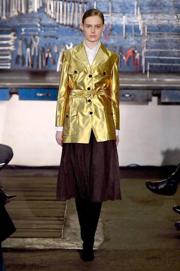 Arthur Arbesser si ispira al pittore belga Michaël Borremans per la collezione FW 2016-2017. Photo credits: Camera Nazionale della Moda Italiana on Facebook