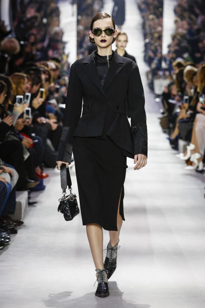 E' un mix di heritage, raf Simons style e novità la collezione Dior FW 2016-2017. Photo credits: dior.com