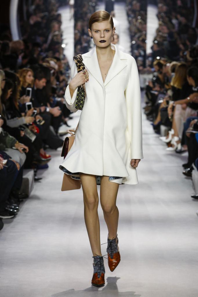Cappottino a corolla Dior FW 2016-2017. Photo credits: dior.com
