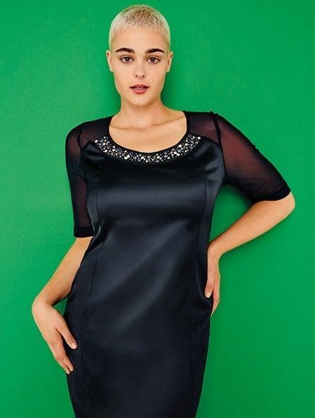 Fiorella Rubino little black dress con ricamo di cristalli sul collo (99,95 euro).