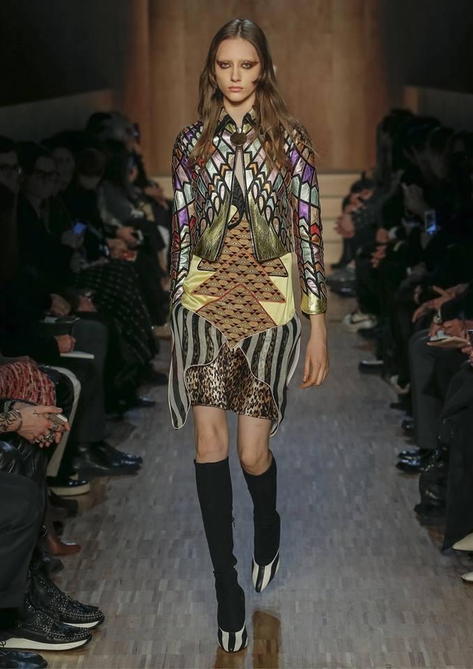 Un minidress dallo stile vagamente anni '60 della collezione Givenchy FW 2016-2017. Photo credits: Givenchy on Facebook