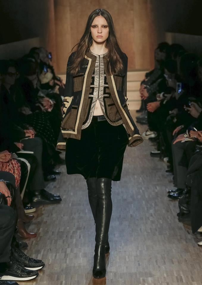 Lusso ed eleganza caratterizzano la collezione Givenchy FW 2016-2017. Photo credits: Givenchy on Facebook
