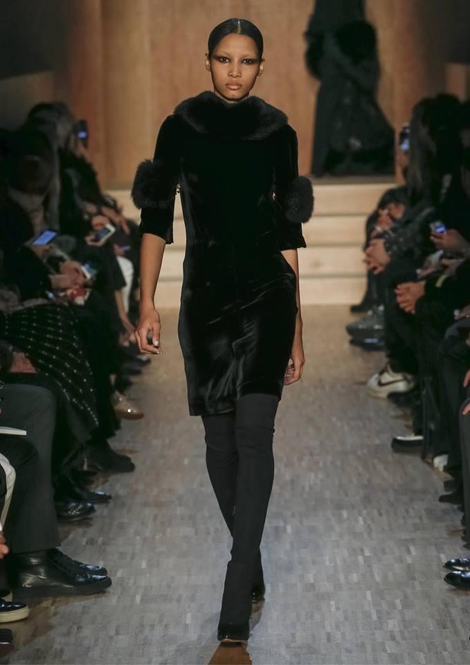 La pelliccia impreziosisce la collezione Givenchy FW 2016-2017. Photo credits: Givenchy on Facebook
