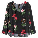 H&M camicetta fantasia a fiori (14,99 euro).