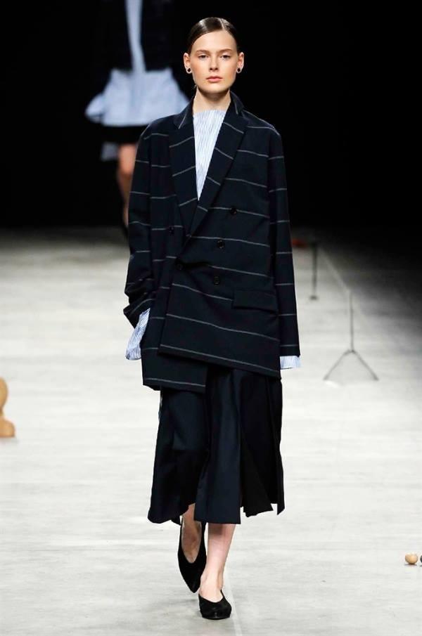 La collezione Lucio Vanotti FW 2016-2017 è minimalista, ma lussuosa. Photo credits: Camera Nazionale della Moda Italiana on Facebook