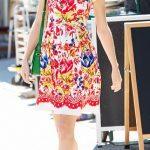 Un tripudio di colori e fantasie quello indossato da Taylor in quest'abito