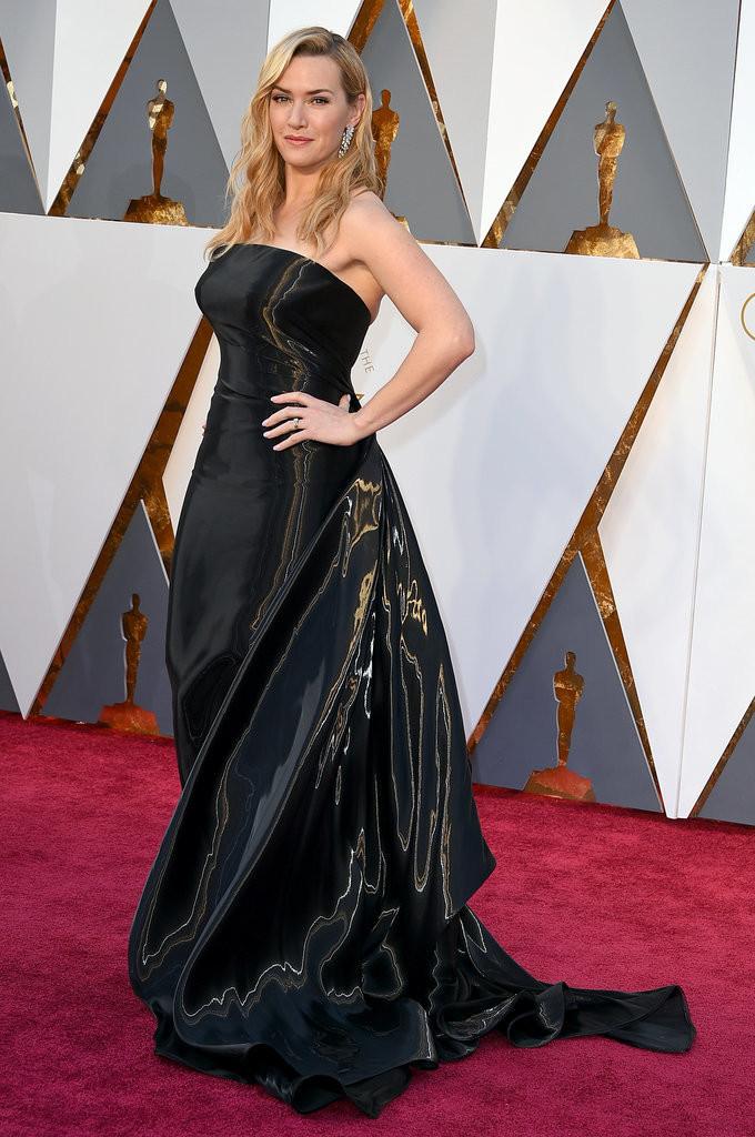 Un abito discusso quello di Ralph Lauren per Kate Winslet