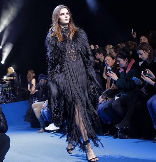 Elie Saab abito lungo nero con frange e dettagli fur