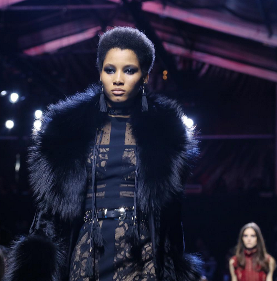 Elie Saab abito in pizzo nero con pelliccia tono su tono