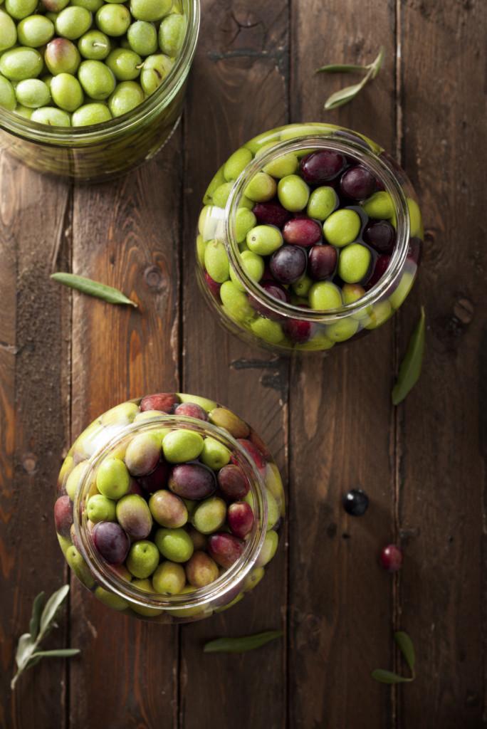 Esistono vari metodi per conservare le olive: in salamoia, sott'olio e sotto sale.