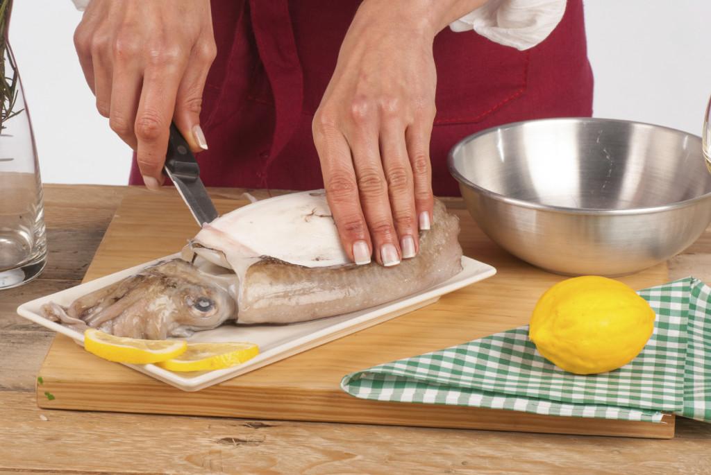 Le seppie sono un mollusco buono e salutare, ecco la nostra guida per imparare a pulirle.