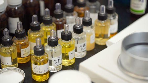 Con una miscela eslusiva di attivi, estratti e fragranze, il team di Hekatè riesce a fornire a tutti i tipi di pelle una crema cosmetica su misura.
