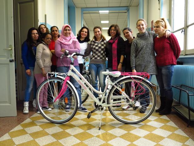 Rania, Simona, Reem, Demiana, Carla e altre mamme e donne che partecipano all'iniziatica di Mamme in Bici.