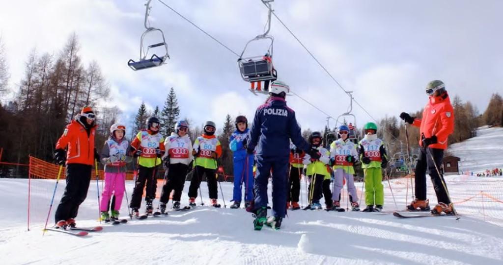 È importate insegnare ai bambini l'importanza di seguire tutte le norme di sicurezza da tenere sulle piste da sci.