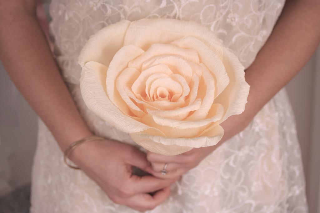 Bouquet monofiore con grande rosa di Trilli e Gingilli