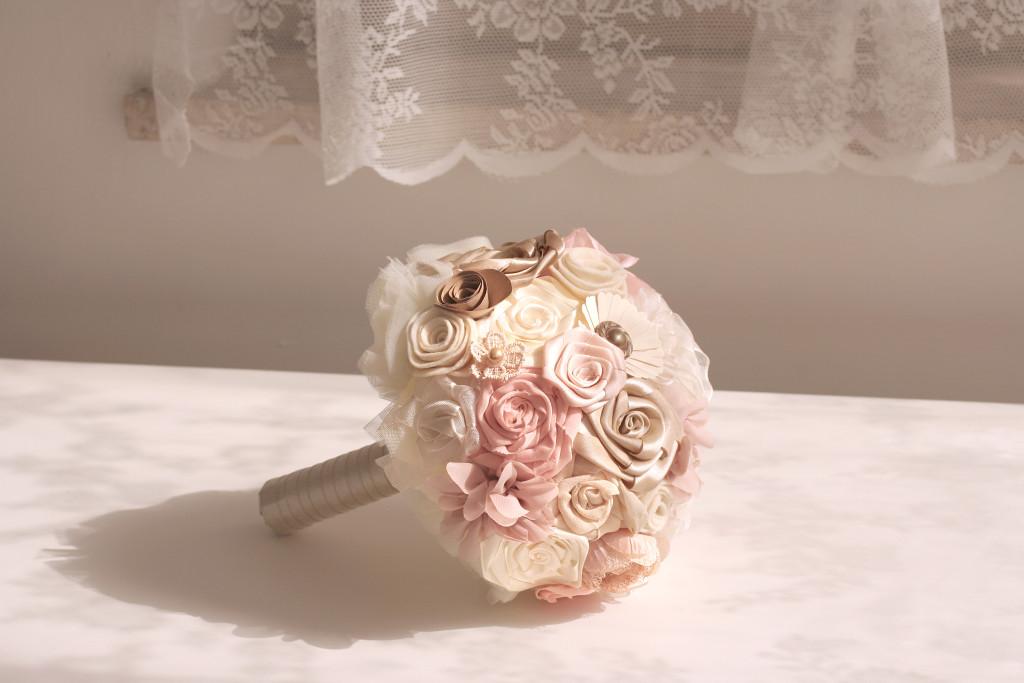 Bouquet romantico fiori di stoffa di Trilli e Gingilli