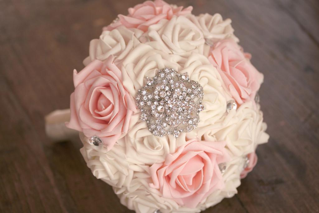 Bouquet gioiello rosa e bianco di Trilli e Gingilli