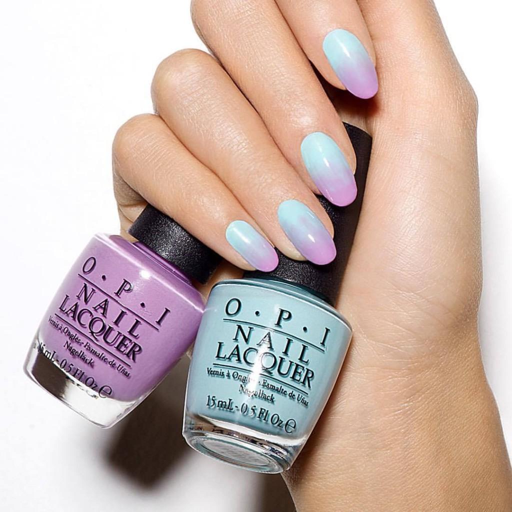 Nail art di OPI ispirata al Rosa Quarzo e all'Azzurro Serenity