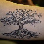 L'albero genealogico è per eccellenza il tattoo che più rappresenta le radici famigliari. Foto di freetattoodesign