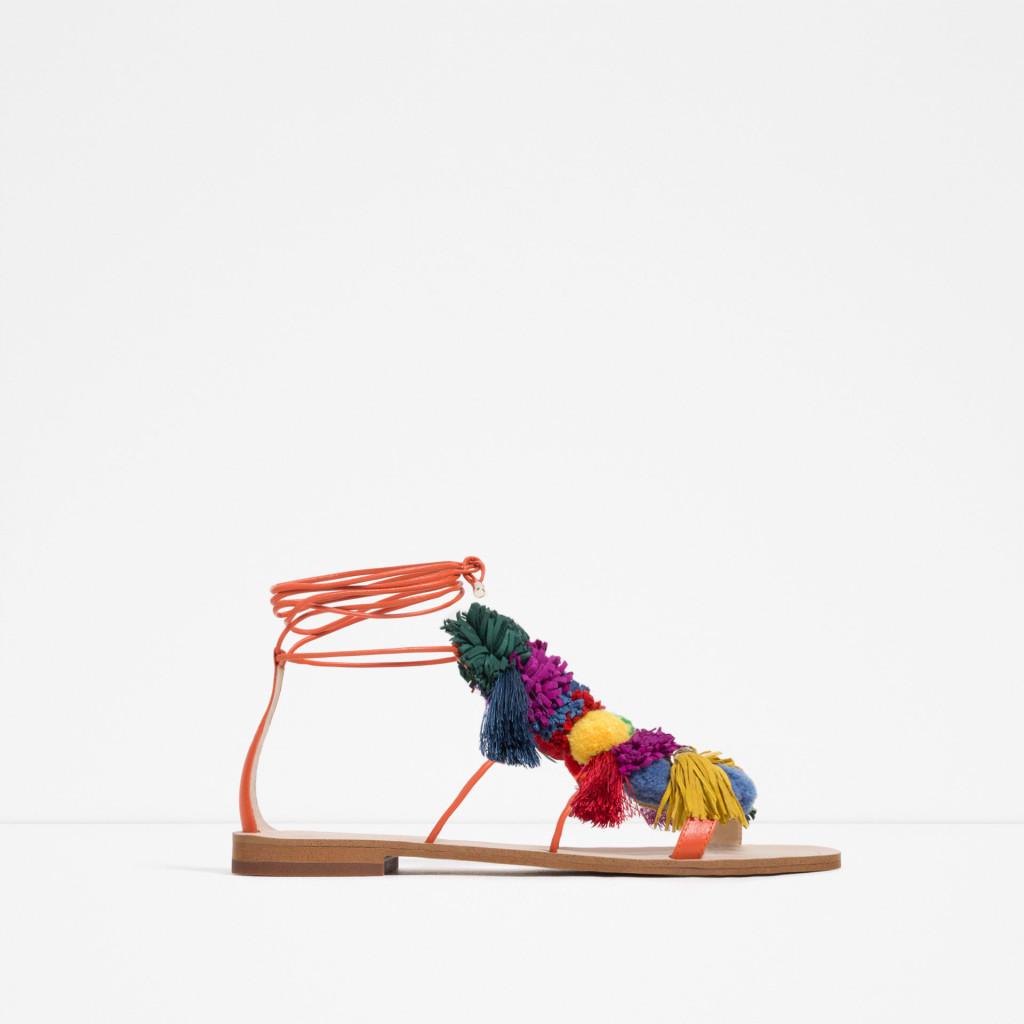 Sandalo basso con pom pom - Zara P/E 2016.